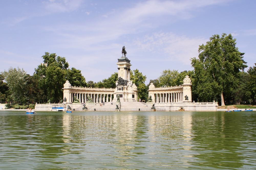 Monument_to_Alfonso_XII,_Buen_Retiro_Park,_Madrid-min.jpg